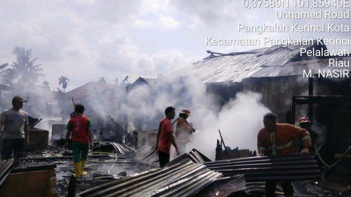 Rp 30 Juta Milik Nazar Jadi Abu, Harta Ahmada Jadi Arang, 2 Rumah di Pangkalan Kerinci Tinggal Puing