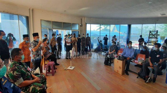 21 TKI Asal Riau dari Malaysia Tiba di Dumai dan Jalani Pemeriksaan Suhu Tubuh Guna Deteksi Covid-19