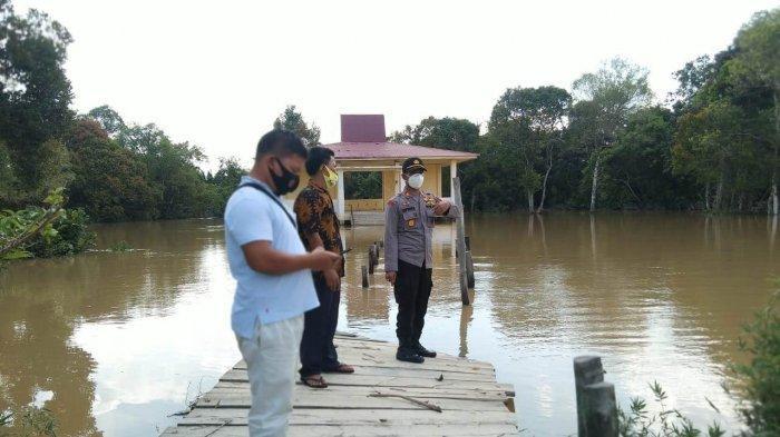 250 Rumah Terendam, 300 KK Terdampak Banjir di Desa Air Hitam Pelalawan, Polsek Pantau Kondisi Warga