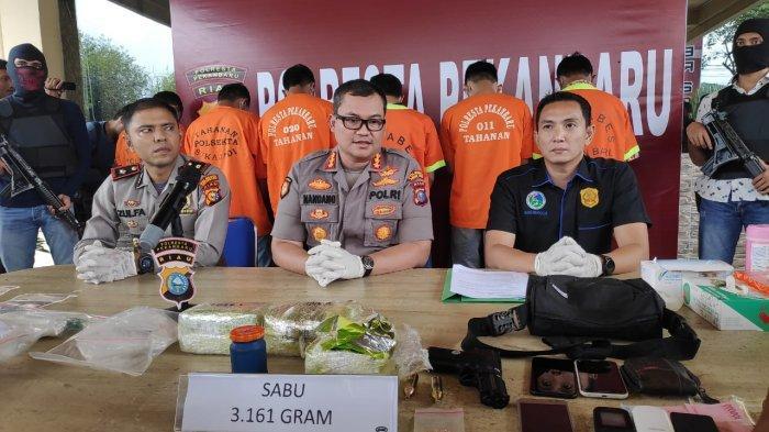 2 Kurir Narkoba Asal Aceh di Stadion Utama Riau Ditangkap, Sembunyikan 1 Kg Sabu di Speaker Mobil