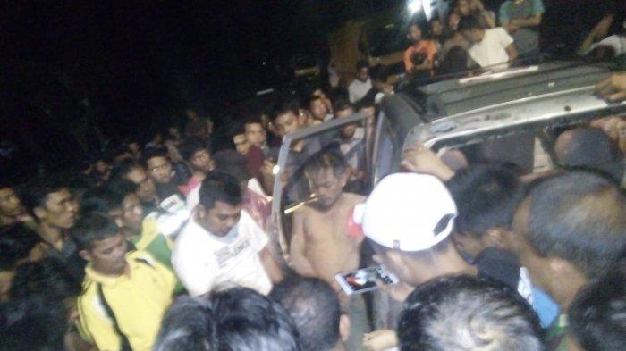 3 Pria di Pelalawan Bonyok Diamuk Massa, Kecurigaan Warga Terbukti Usai Lihat SMS