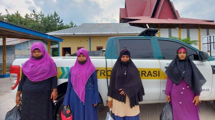 4 Wanita Rohingya Ditemukan Terdampar di Pulau Rupat Riau, Diduga akan Diselundupkan ke Malaysia. Foto: 4 wanita Rohingya