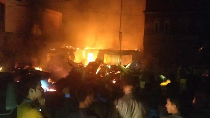 Dini Hari Rofika Lihat Api di Kedai Pecel Lele dari Jendela, Menjalar Cepat Hanguskan 4 Warung