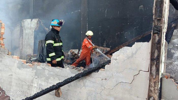 Lima warung di Jalan Sukaramai Kelurahan Duri Barat, Kecamatan Mandau, Bengkalis ludes terbakar sekitar pukul 03.45 WIB dini hari, Jumat (15/1/2021).