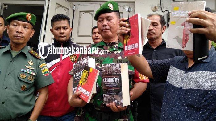 6 BUKU Berbau KOMUNIS Diamankan, TNI AD dan Kejaksaan Geledah Toko Buku Nagare Boshi di Padang