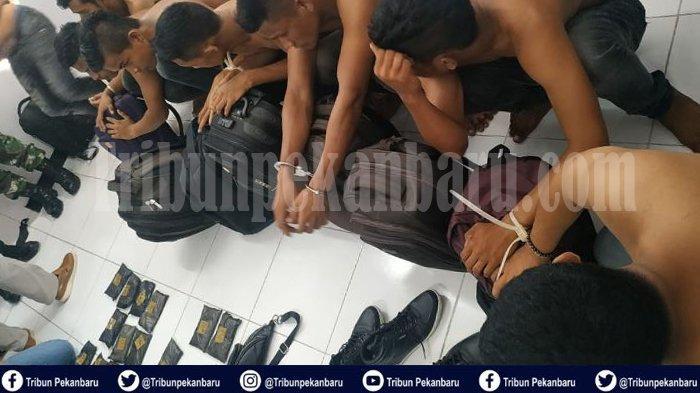 7 REMAJA dan Petani Asal ACEH Selundupkan Sabu-sabu Melalui Bandara SSK II Pekanbaru ke Surabaya