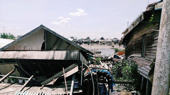 7 Rumah Ambruk Masuk Sungai, Tanah Longsor Kembali Porak Porandakan Inhil, Ini Penjelasan BPBD