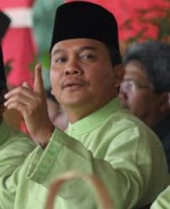 Gubernur Riau Tantang Elias Pical