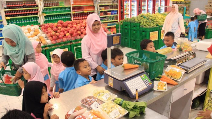 Ajarkan Anak Jadi Konsumen Cerdas, Abidari Islamic Creative School Ajak Anak Didik Fieldtrip