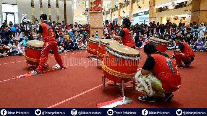 Ada Barongsai dan Drama Sung Go Kong di Mal SKA Pekanbaru, Meriahkan Tahun Baru Imlek di Riau