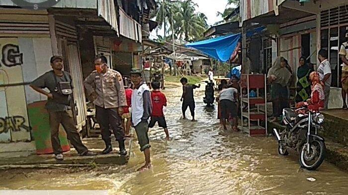 2 Hari Direndam Air Setinggi 2 Meter, Banjir Akibat Luapan Sungai Subayang di Kampar Mulai Surut