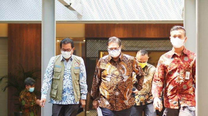 Airlangga Hartarto Ingatkan Warga Tetap Waspada dan Terapkan Protokol Kesehatan Ketat Saat Pandemi