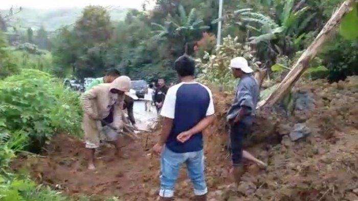 Jalan Padang - Solok Selatan Putus Akibat Longsor, Begini Kondisi Terkini, Macet Panjang!
