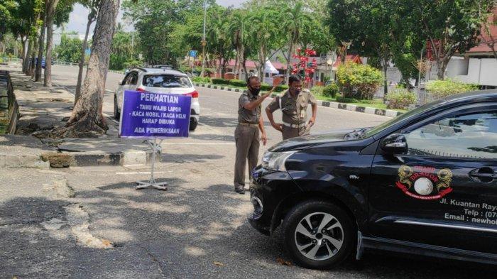 Kasatpol PP Riau Bantah Persulit Masyarakat yang Ingin Masuk ke Kantor Gubernur Riau