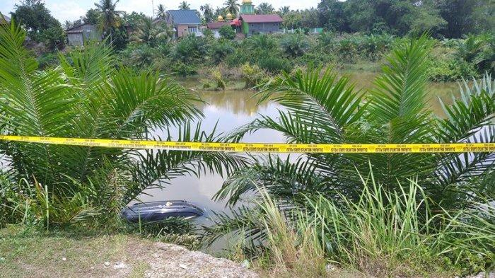 Aktifitas Galian C di Kampar Diserang Warga, 2 Kendaraan Terbakar, 1 Ditenggelamkan di Desa Salo