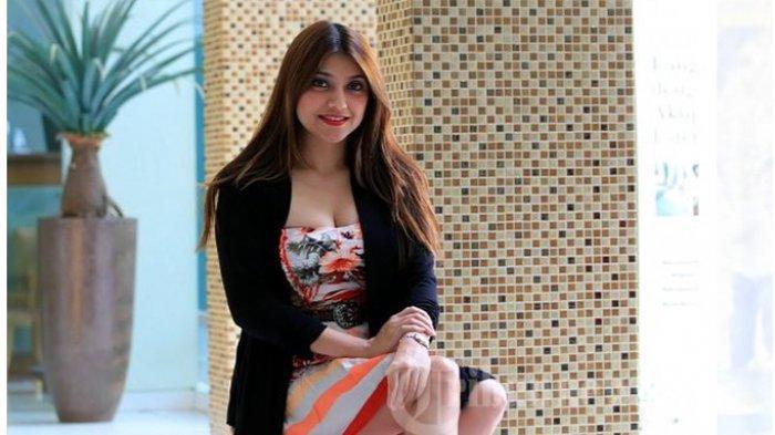 Pakai Pakaian Ketat dan Terbuka, Sarah Azhari Pernah Ditegur Anak