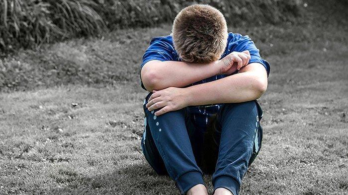 Anak laki-laki yang sedih