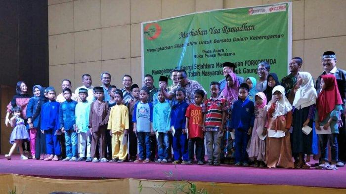 Sinarmas Grup di Dumai Santuni 50 Anak yatim Piatu Saat Buka Puasa Bersama