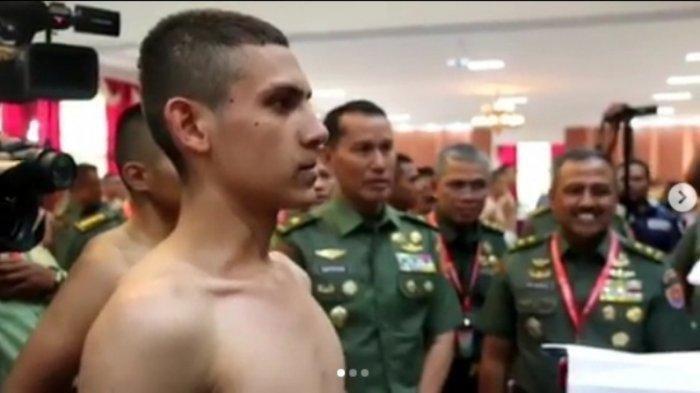 Ingat Enzo Allie? Bule Prancis yang jadi TNI, Prabowo Sempat Betulkan Kerak Bajunya, Kabarnya Kini