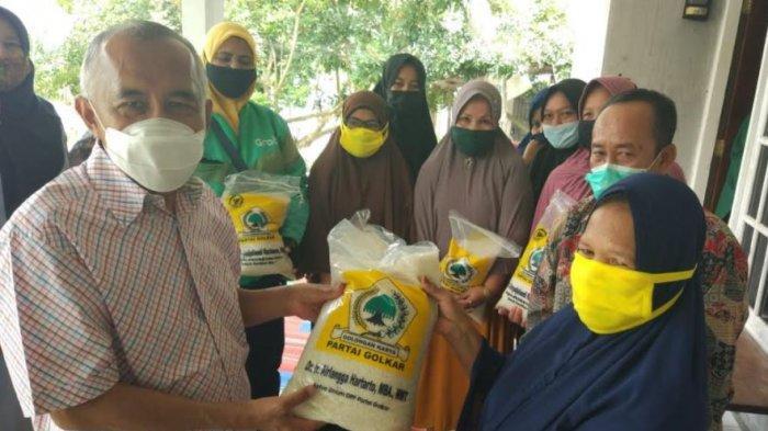 Andi Rachman Salurkan Bantuan 6,5 Ton Beras untuk 1.300 Warga Bengkalis