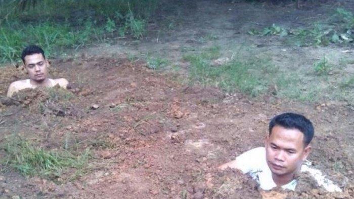 Anggota DPRD Kampar Lakukan Aksi Kubur Diri, Ini Penyebabnya