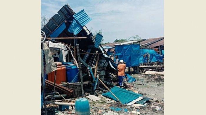 Angin Puting Beliung Mengamuk di Desa Kuala Selat Inhil, 1 Rumah Rusak dan Bagiannya Berhamburan