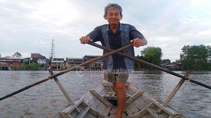 Kisah Angki 67 Tahun Pendayung Sampan Terakhir di Sungai Siak yang Tak Minta Upah