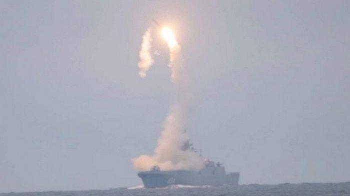 Apa yang Akan Terjadi Setelah Ini? Rusia Tembak Kapal Perang Inggris yang Melintas di Laut Hitam