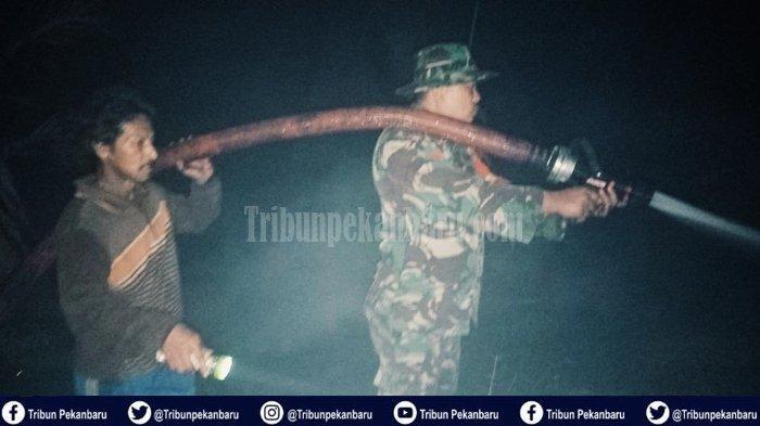 Api dari Karhutla Nyaris Lalap Permukiman Warga di Riau, Warga Diungsikan dan Pemadaman hingga Malam