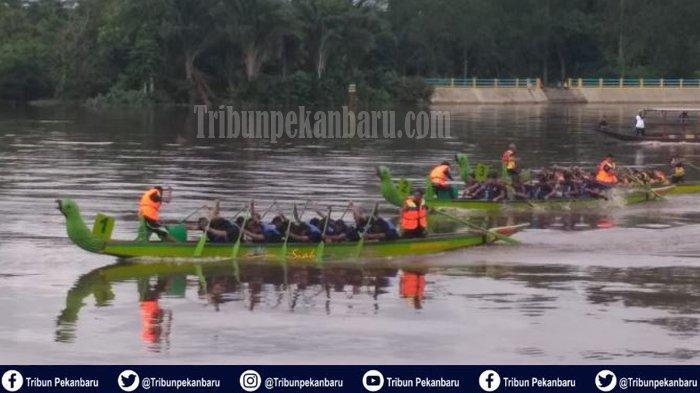 Tim Putri Malaysia Terpaksa Lawan Tim Putra Pada Siak International Serindit Boat Race 2019 di Riau
