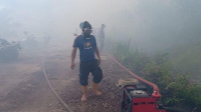 Auto Megap-megap, Petugas Terkepung Asap Pekat dan Angin Kencang Saat Pemadaman Karhutla di Siak