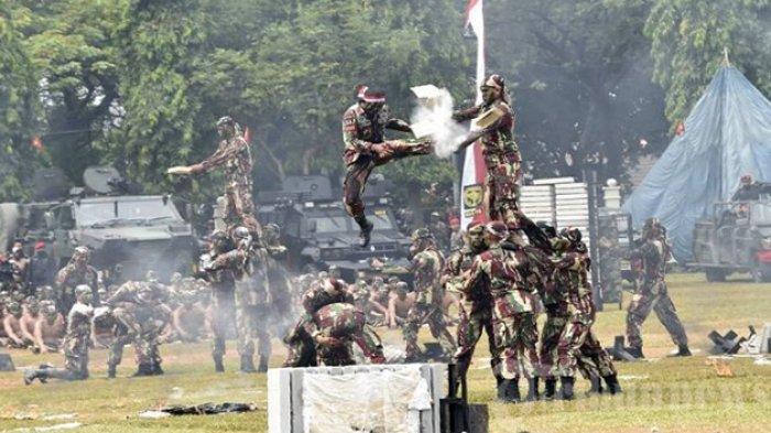 Bikin Siswa Komando Terbelalak, Kisah Aksi Kolonel Moeng, Komandan Kopassus Telan Telur Ular