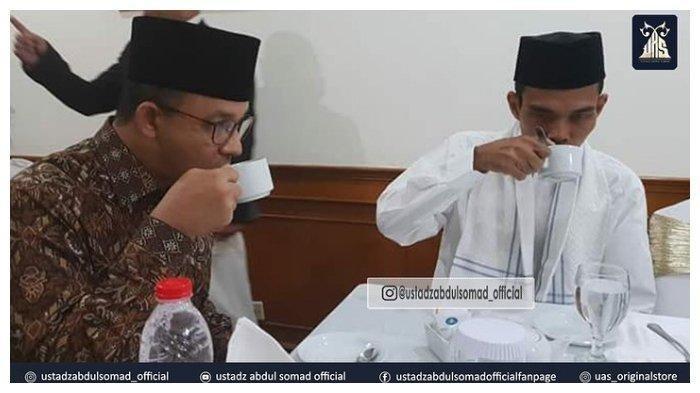 Unggah Foto Peretemuannya, Ustaz Abdul Somad Bilang Anies Baswedan Perpaduan Ganteng dengan Cerdas
