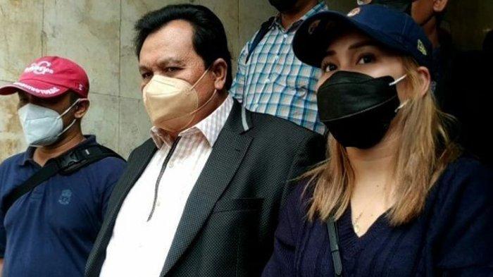 Hari Ini Orangtua Ayu Ting-Ting Diperiksa Polisi, Kasusnya Penghinaan Haters