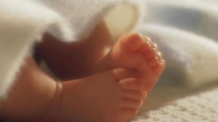 Bayi Ditemukan di Pagar Rumah Dekat Tong Sampah, Dibalut dengan Handuk,Tali PusarMasih Segar