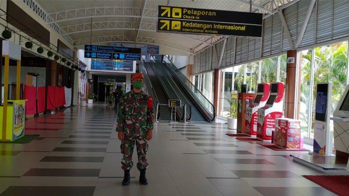 Penerbangan Komersial Resmi DIhentikan, Bandara SSK II Pekanbaru Sunyi dan Dijaga Ketat Petugas