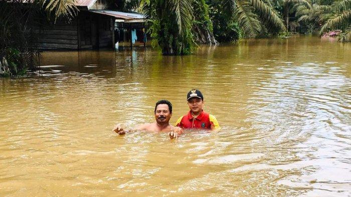 Sebatas Leher Ketinggian Air,160 KK di Desa Penyaguhan Inhu Terendam Banjir, Ini Penjelasan Sekdes