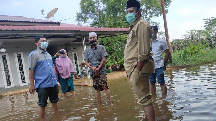 Banjir di Siak, Tiga Kampung Terendam Air, Bupati Siak Alfedri Angkat Celana Turun ke Lokasi Banjir