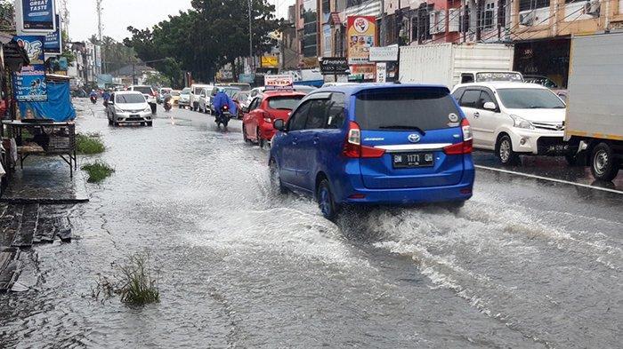 Hujan Tak Kunjung Berhenti, Sejumlah Ruas Jalan Kota Pekanbaru Tergenang Banjir, Begini Kondisinya