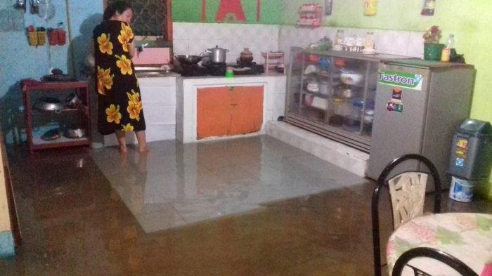 Saat Sahur, Air Tiba-tiba Masuk Rumah,Warga Sibuk Angkat Barang, Hujan Deras Semalaman, Dumai Banjir