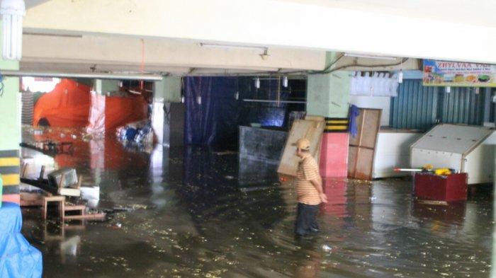 Sekitar 350 Kios di Pasar Bawah Pekanbaru Terendam Banjir, Air Sempat Capai Paha Orang Dewasa
