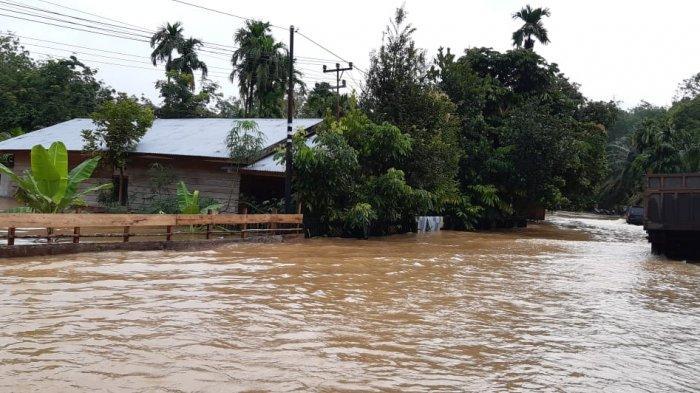 Puluhan Rumah dan Akses Jalan di 12 Kecamatan di Kabupaten Inhu Terendam Banjir
