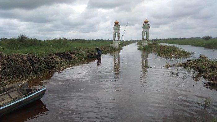 Banjir Rendam Jalan, Desa Rantau Baru di Pelalawan Riau Masih Terisolir, Posko Kesehatan Tetap Aktif