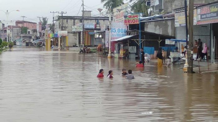 Banjir di Rohul, Sejumlah Kawasan di Pasirpangaraian Terendam Banjir, Waspadai Tiga Sungai Meluap