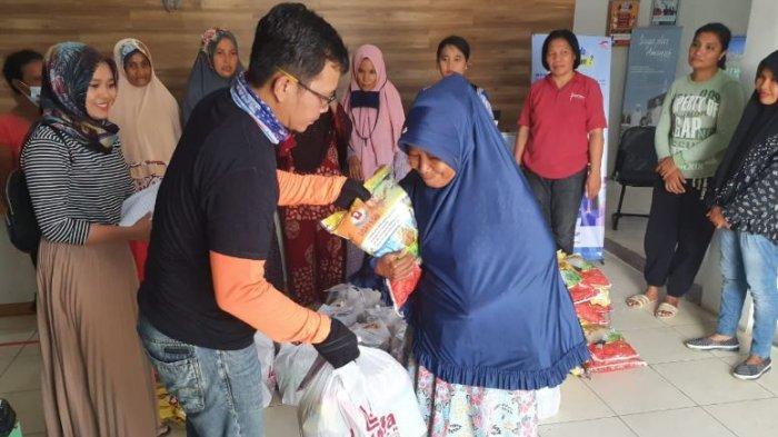 FIFGroup Ujung Batu Salurkan 490 Paket Sembako untuk Masyarkat Terdampak Covid-19