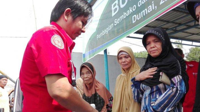 Pelindo Dumai Bagikan 350 Paket Sembako bagi Kaum Dhuafa