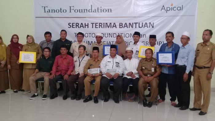 Tanoto Foundation Serahkan Bantuan Bagi Sekolah dan Masyarakat di Sungai Sembilan