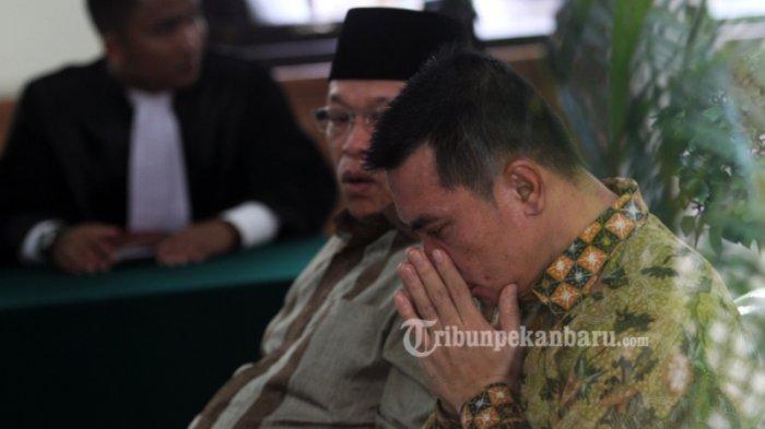 FOTO: Bupati Rohul Non-Aktif Suparman Divonis Bebas Hakim - bebas-2_20170223_144718.jpg