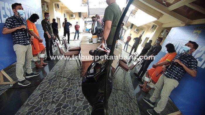 Foto : Kaki Begal di Pekanbaru Ditembus Peluru - begal-cp-ekspos-di-mapolresta-pekanbaru.jpg