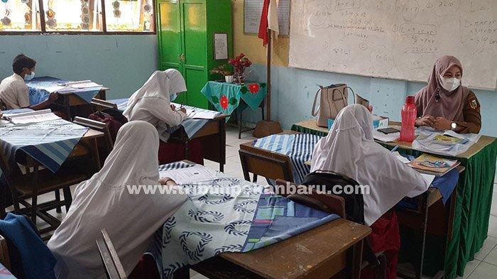 FOTO : Pembelajaran Tatap Muka Sekolah Dasar di Pekanbaru - belajar-hari-pertama-di-sdn-110-pekanbaru.jpg